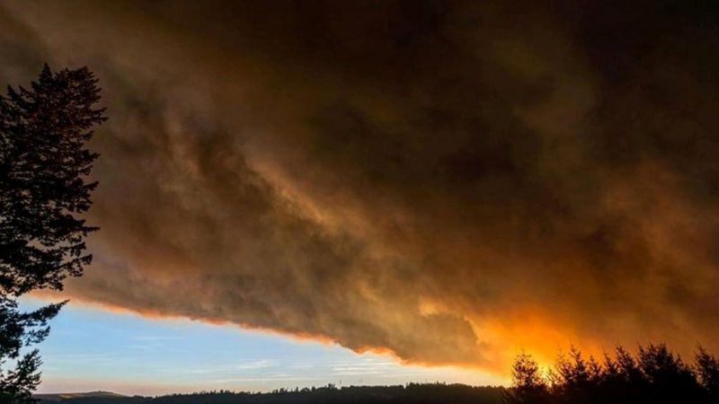 Incendios en California: las asombrosas imágenes de cielos rojizos en el oeste de EE.UU.