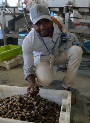 """Tsele Nthane: """"La pesca furtiva en Sudáfrica es un gran problema social"""" """"En España tienen mejor organización y el acceso a los recursos pesqueros es mucho más abierto"""""""